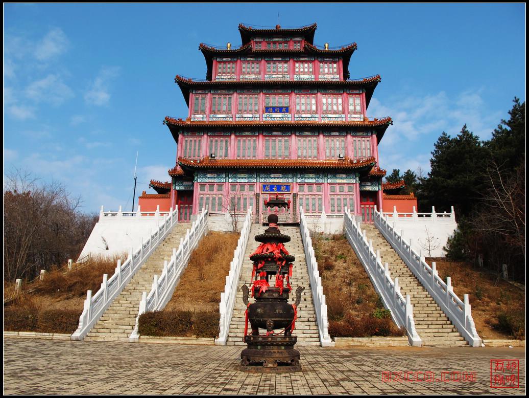 本溪依山而建的古寺庙图片