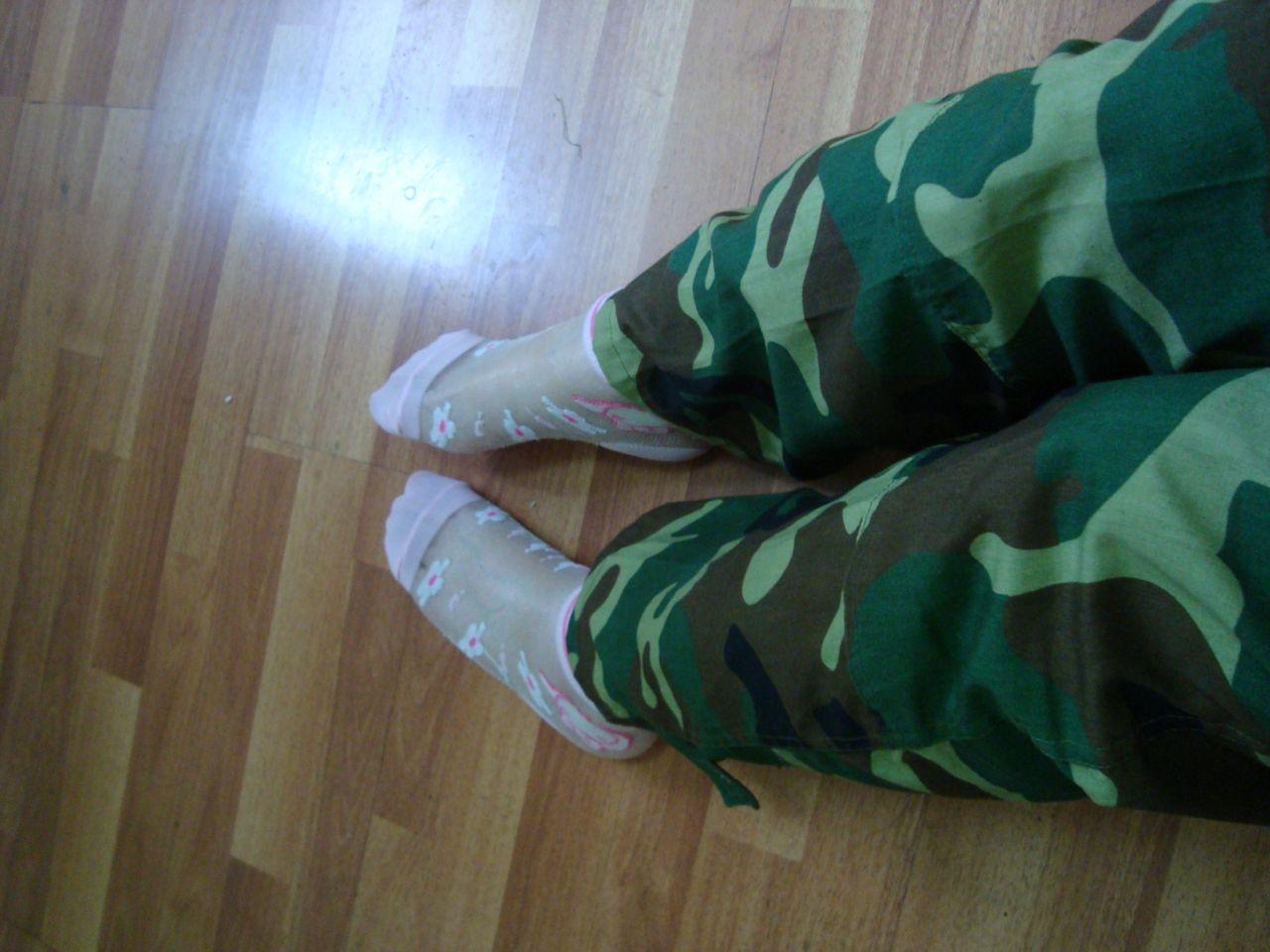 吧里还有女生穿这样的袜子么