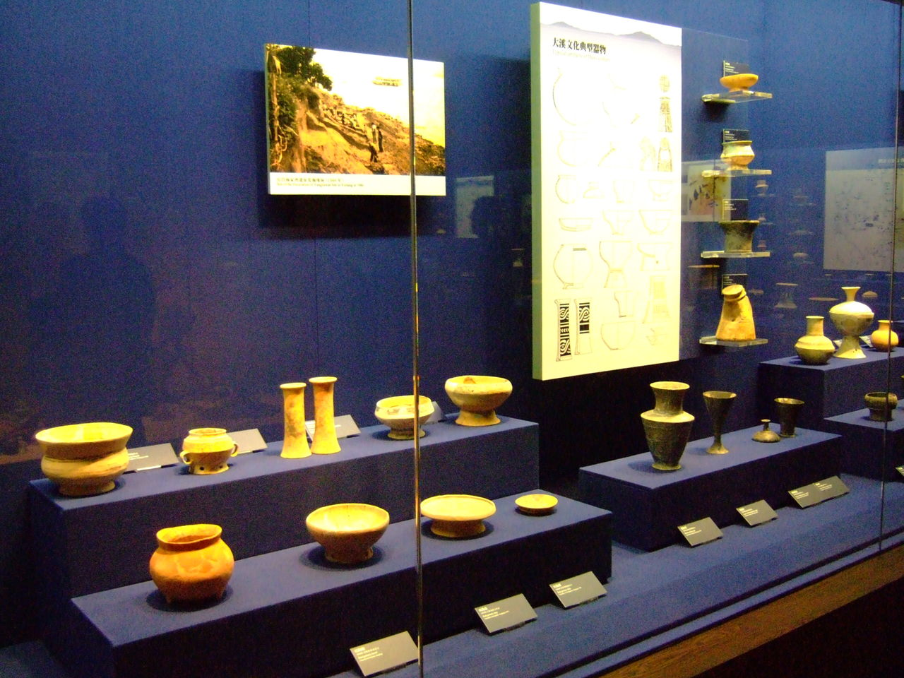石家河文化陶器以灰陶为主,红陶次之,以各种陶塑