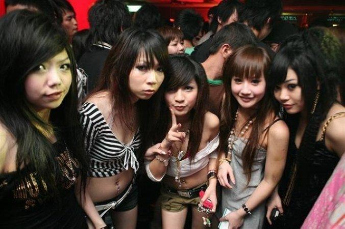 港式妖娆泡夜店交美女