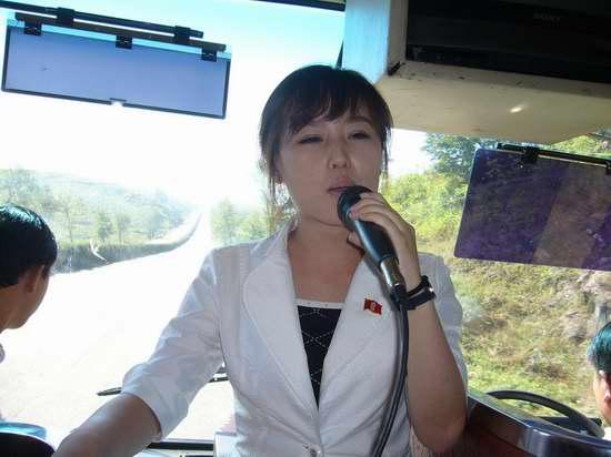 穿越铁幕下的朝鲜:邂逅美女导游与脱队游戏三