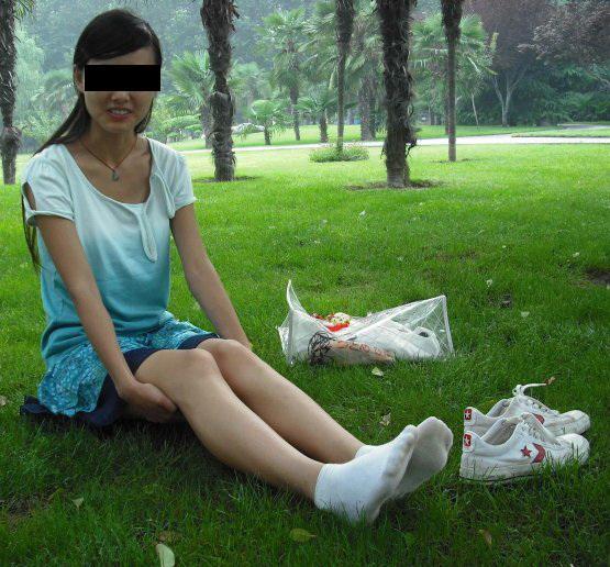 为什么凶手只死穿短裙和靴子的女生任青?