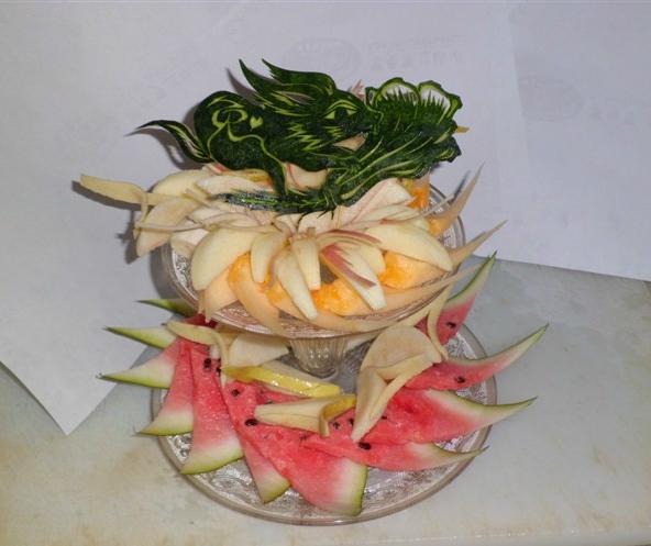 贺青松水果拼盘---西瓜皮雕花-西瓜
