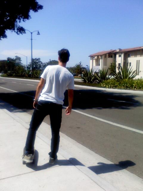 后遗症?!oh no!!!………… 玩滑板的小哥过来问是不是等24x公高清图片
