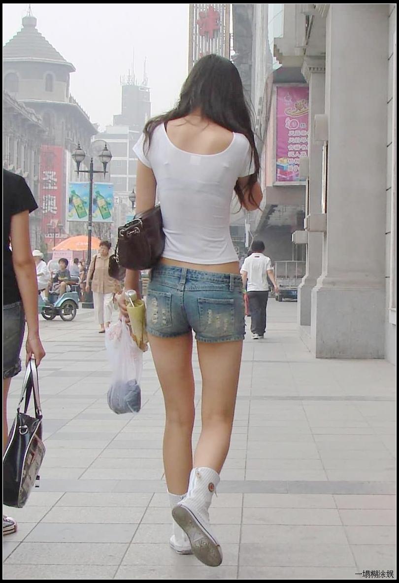 超短热裤美臀 身材非常正点的两大美女!