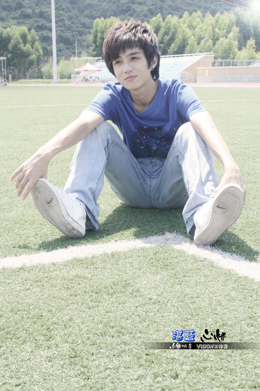 发现我们学校一男生拍照拍得特好图片