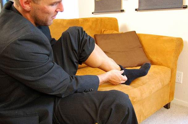 灰袜子帅哥脚图片图片