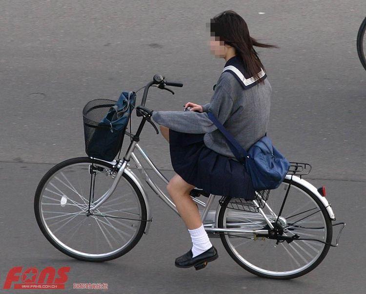 我还看到过穿短裙骑自行车的