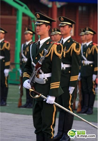 任聪聪,国旗护卫队战士,身高189cm(目测),体重 ...