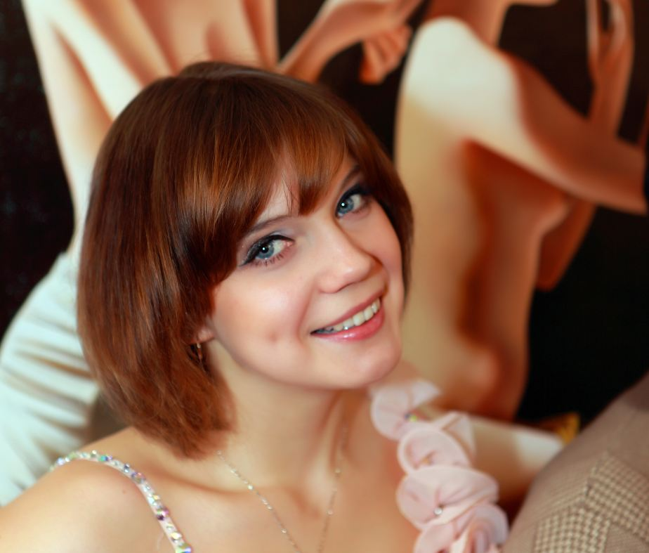 俄罗斯艺术网欢迎您!金发碧眼俄罗斯美女前来助阵!