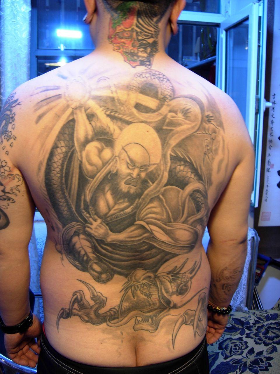 降龙罗汉纹身图案男_降龙罗汉纹身图案男分享展示图片