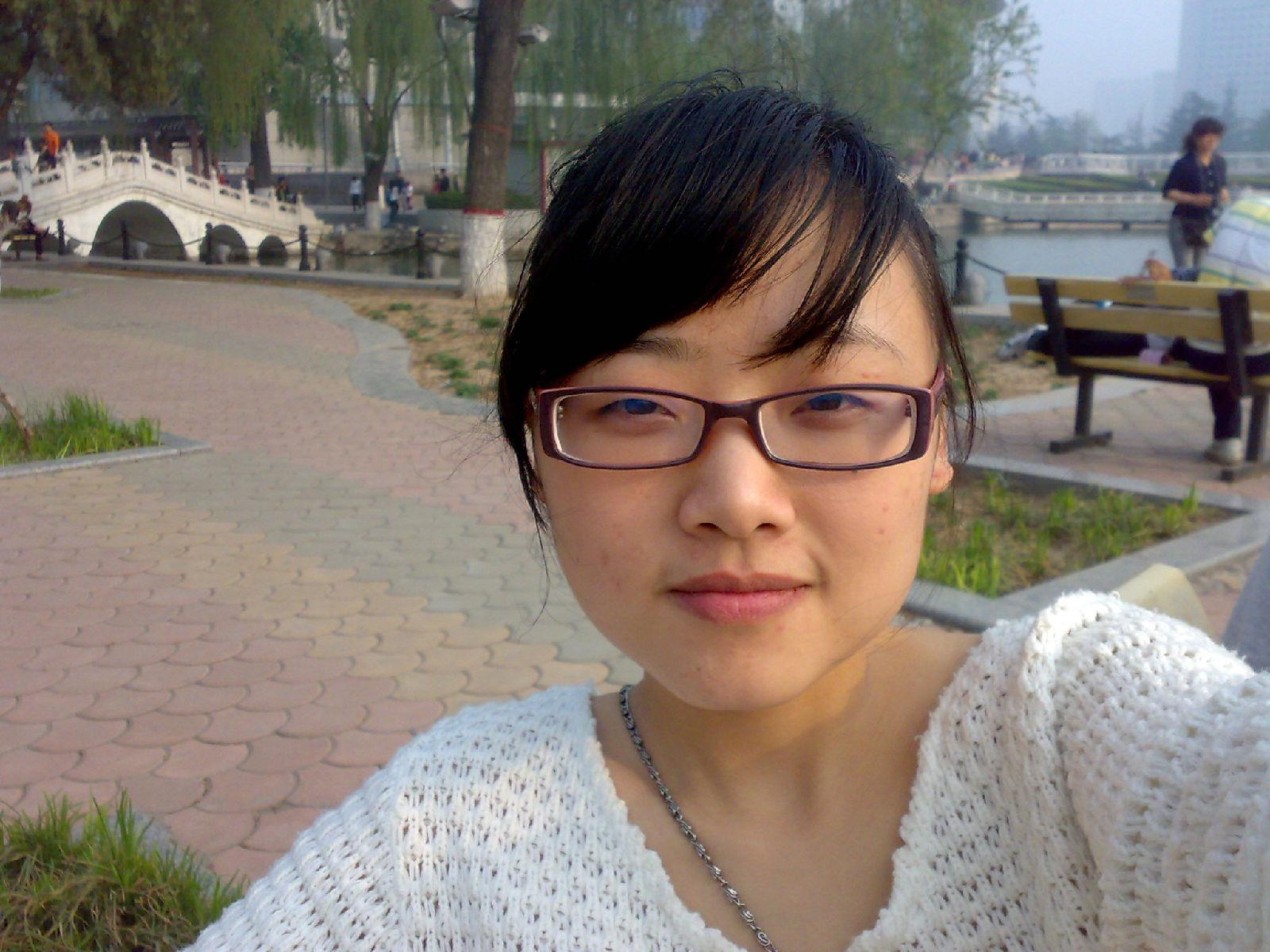 秦皇岛眼镜美女――淘宝女郎