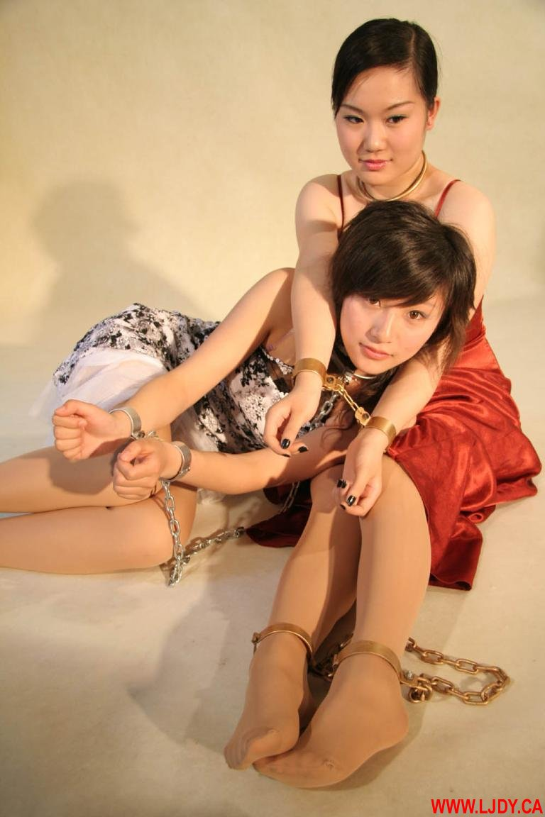 女用手脚镣铐枷锁 第7张   猎奇镣铐驷马 美女 》金属 镣铐 》欧美 枷锁图片
