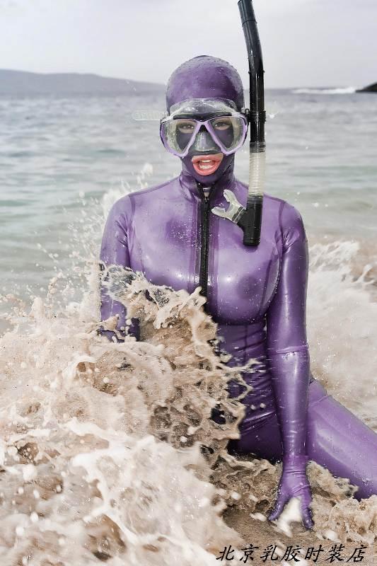穿乳胶衣去水上运动动  全包胶衣