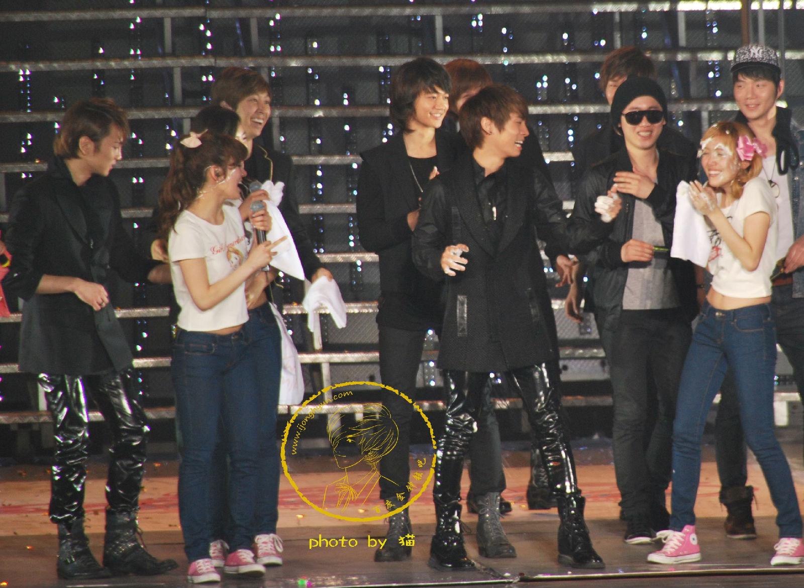 2010417少女时代上海大舞台演唱会上的shinee