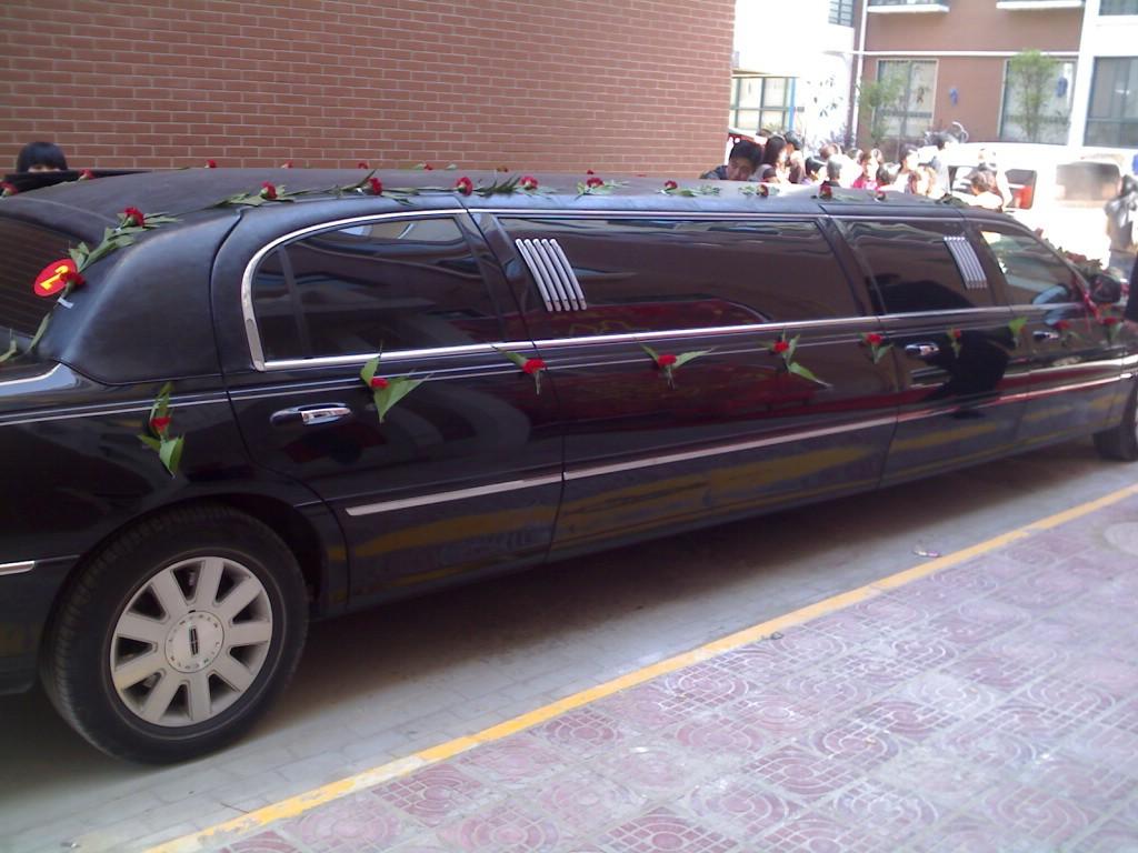 加长林肯轿车,结婚用比较得劲!(图片)图片