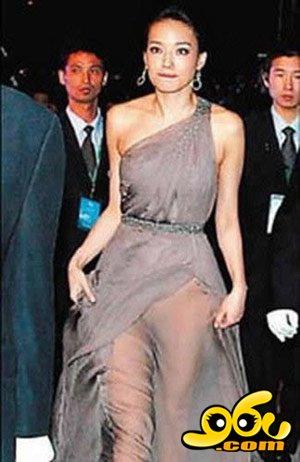 很多美女借时尚之名袒胸露臀