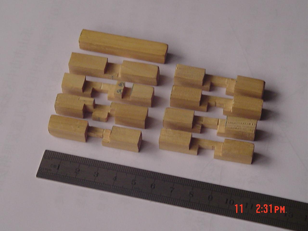 【原创】能拼七种外形的九柱鲁班锁(对第三代孔明锁的重大改进)