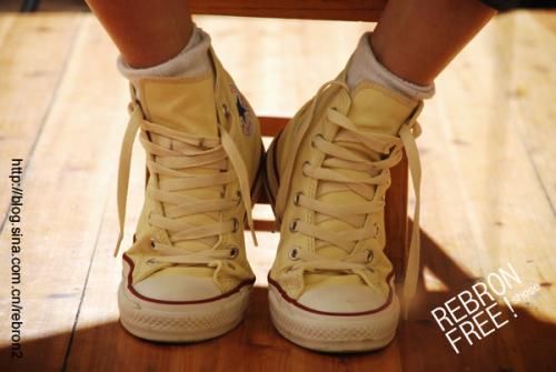女生白袜脚帆布鞋帆布鞋白袜女孩白袜帅哥女生的白袜 500