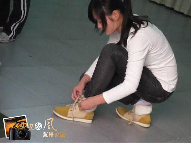 短片 体检女生脱鞋穿鞋集锦女生脱鞋