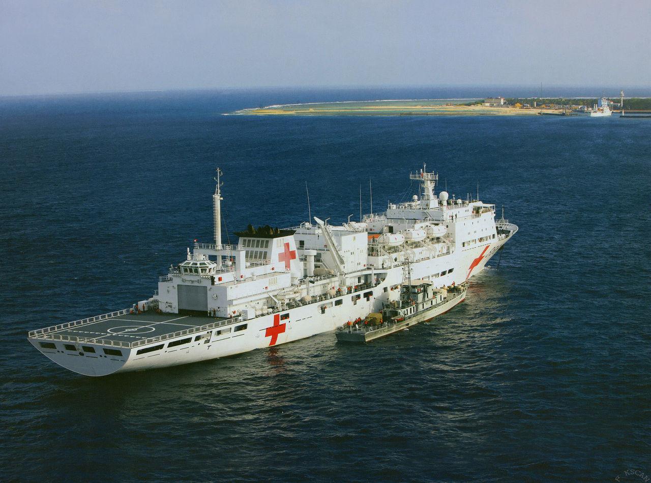 """历经30天""""和平方舟""""号医院船首次成功穿越太平洋"""