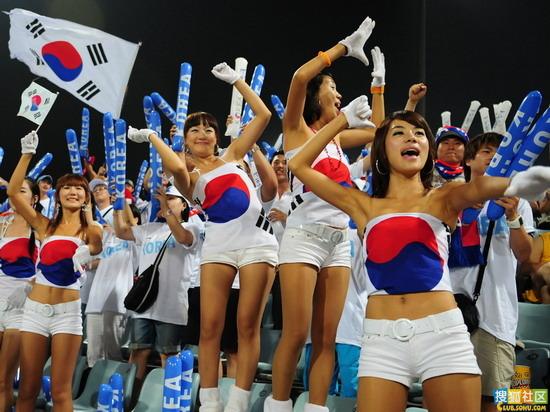 韩国美女助威世界杯遭