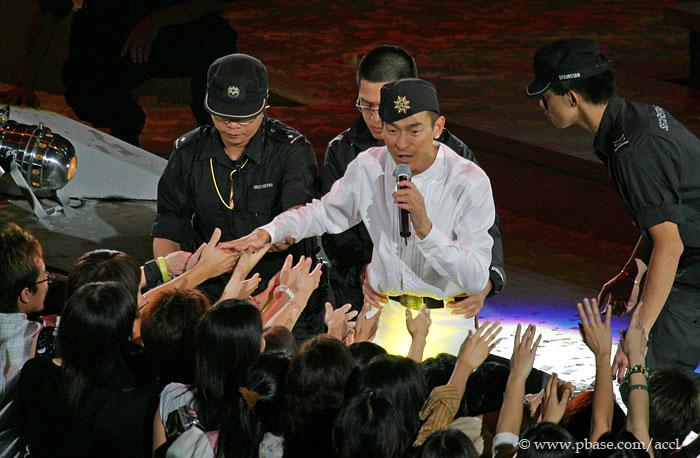 次登陆成都举行个人演唱会图片