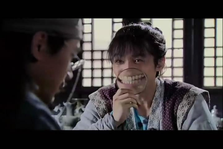 仙剑3电视剧第一集景天拿放大镜的图