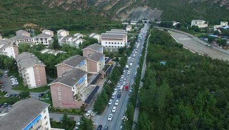 航拍震后九寨沟 游客有序撤离