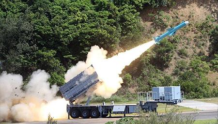 台防务部门发布军事防务报告
