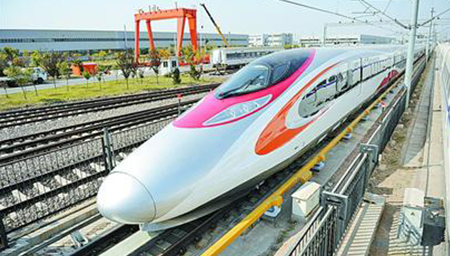 广深港高铁列车首次经陆路抵港