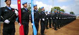 中国维和警察部队喊话看《战狼2》