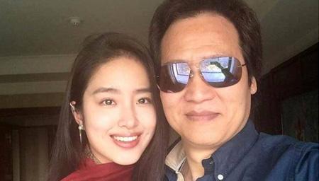 刘亦菲干爹恋上冯女郎 当街热吻被拍