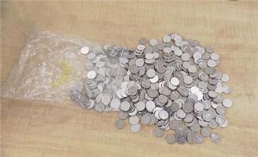 五百枚硬币交罚款 违法司机被行政拘留