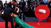 中国演员景珂威尼斯红毯摔倒