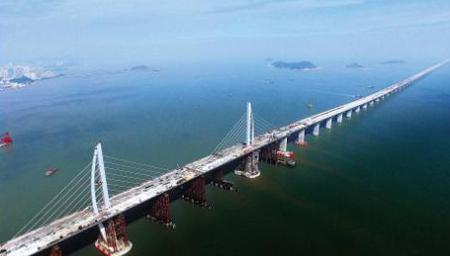 港珠澳大桥首例桥岛隧集群工程