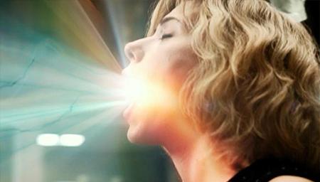 一部好莱坞科幻大片,人类大脑开发100%会发什么呢?