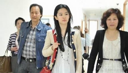 刘亦菲亿万富翁干爹陈金飞自曝两人亲密关系