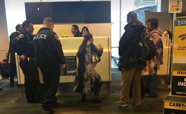 华裔一家在美被赶下飞机