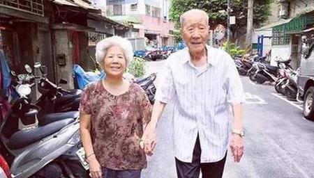 台湾网红爷爷离世老伴催泪告别
