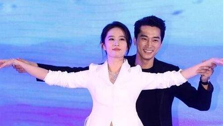 刘亦菲曾被粉丝扑倒,现在身边保镖成群!
