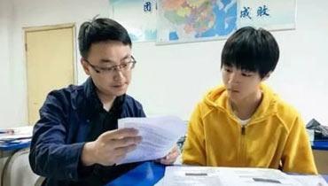 王俊凯备战高考被围观