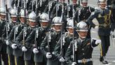 台14.5万军人教师公务员游行