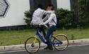 情侣共骑一辆自行车摔掉六颗牙