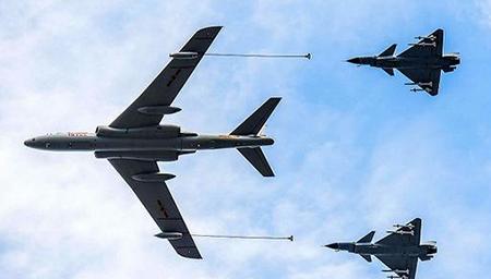 中国军机香港上空拦截美军巡逻机