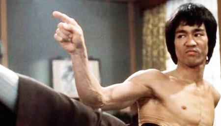 速度之快慢镜头才能看清 对手出拳时李小龙已收拳
