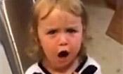 小女孩指责爸爸偷喝她汽水