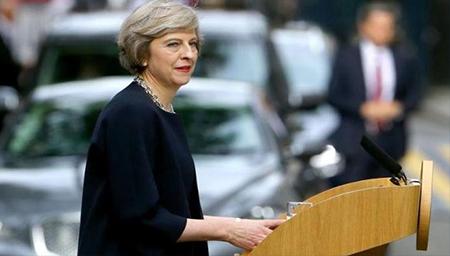 最爱性感豹纹高跟鞋,原来她是这样的英国首相