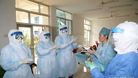 """每年8月19日设立为""""中国医师节"""""""