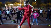 5岁女童领跳广场舞秒杀大妈